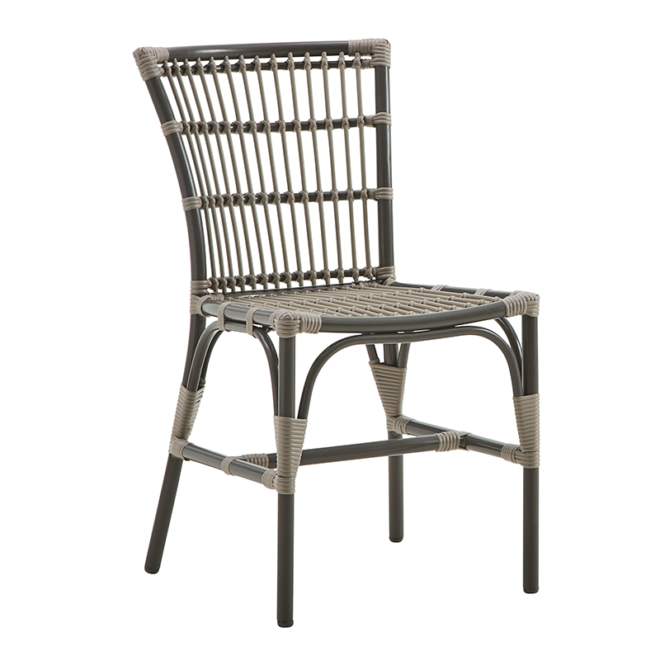 Elisabeth Chair, Exterior